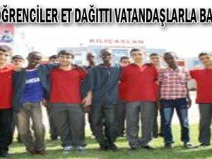Somalili Öğrenciler Et Dağıttı, Vatandaşlarla Bayramlaştı