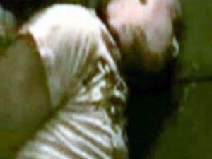 Suudi Arabistan'da Bir Mahkumun Kafası Otoparkta Kesildi