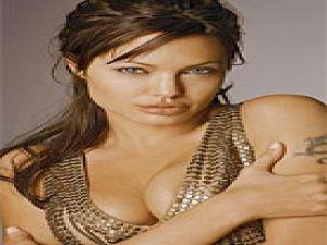 Angelina Jolie'nin 'karanlık' seks sırları 16 yaşında yattığını yazıyor