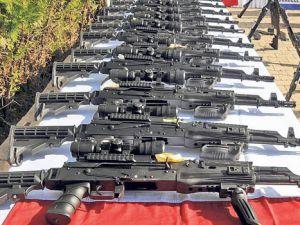Tarladan mısır değil, 88 suikast silahı çıktı