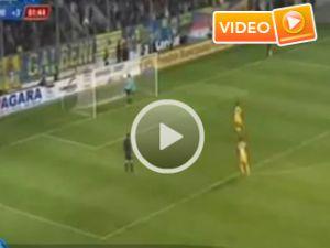 Penaltıya kızan kaleci bakın ne yaptı - Video