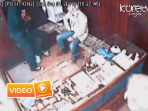Silahı görünce bakın ne yaptı - Video