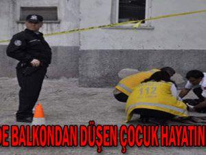 Kayseri&#39de Balkondan Düşen Çocuk Hayatını Kaybetti...