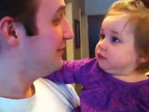 Babasının sakalsız halini görünce şaşıran bebek-video