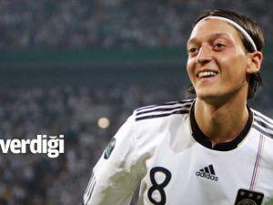 Mesut Özil, verdiği sözü tuttu