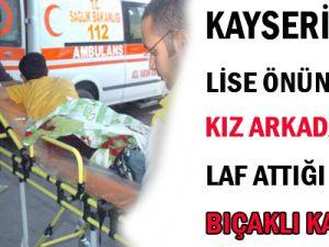 KAYSERİ&#39DE LİSE ÖNÜNDE BIÇAKLI KAVGA 4 YERİNDEN BIÇAKLANDI