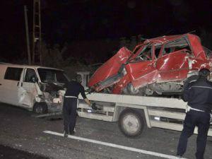 Kayseri&#39de Zincirleme Kaza: 2 Ölü, 9 Yaralı...