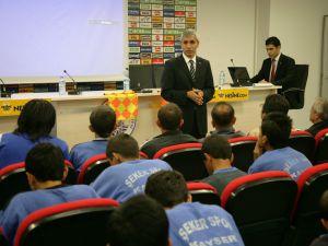 BİTİGEN'DEN ŞEKERSPOR'A SEMİNER  UEFA'NIN YENİ KURALLARI, SPORCULARA ANLATILDI