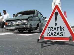 GEMEREK YENİ ÇUBUK YOLUNDA TRAFİK KAZASI 6 YARALI