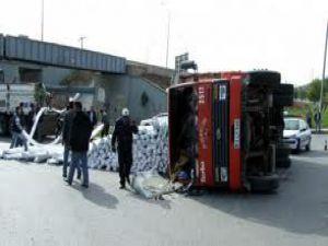 Sivas&#39ta Pvc Yüklü Kamyonet Devrildi: 1 Yaralı