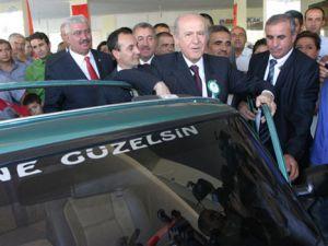 Devlet Bahçeli, Murat 124 ile objektiflere poz verdi