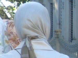 CHP'den Yine Yapmacık Başörtüsü İstismarı