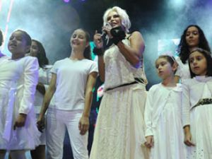 Ajda Pekkan&#39dan Somali&#39ye yardım konseri