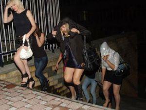 Flaş Flaş 10 Kadın&#39&#39a Baskın Şifresi Kadınlar Hoş Mekan Boş Baskını