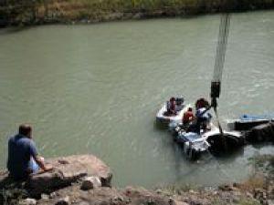 Sivas&#39ta Tır Kelkit Nehrine Devrildi: 1 Ölü