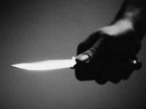 Öğretmen ve arkaşlarının gözü önünde arkadaşını bıçakladı