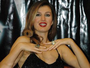 Playboy&#39un Teklifini Kabul Etti: Ünlü Türk Manken İtalya&#39da Soyunacak