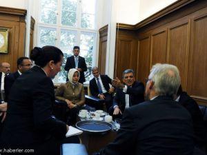 Gül&#39ün öfkesi fotoğraflara yansıdı