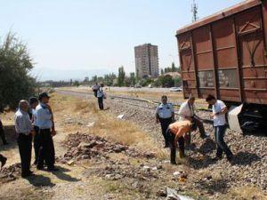 Kayseri&#39de Trenin Altına Atlayan Şahıs Feci Şekilde Can Verdi