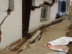 Hindistan&#39da 6,8 şiddetinde deprem