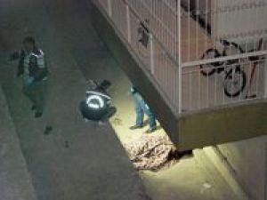 Evine balkondan girmeye çalışırken öldü