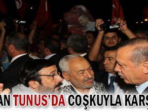 Erdoğan, Tunusluların sevgi gösterileriyle karşılandı