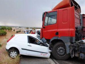 Kocaeli&#39de trafik kazası: 2 ölü, 2 yaralı