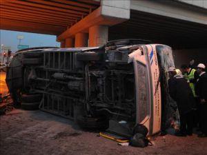 Tur otobüsü devrildi: 21 yaralı