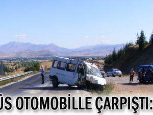 Minibüs, Otomobil ile Çarpıştı: 3 Ölü
