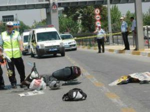 Elektrikli bisiklete otomobil çarptı: 2 ölü