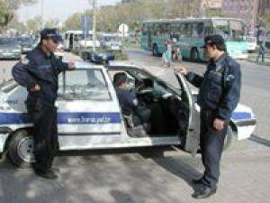 TRAFİK POLİSİ SERT KAYAYA ÇARPTI