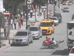 Koşarak motosiklete çarptı-video-