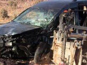 Otomobil yol çalışması yapan işçileri ezdi: 4 ölü
