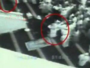Namazda intihar saldırısı kamerada