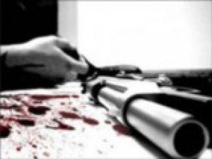 Kız arkadaşına mesaj atanı öldürdü