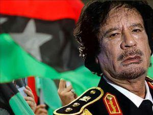 Kaddafi&#39yi bir binada sıkıştırdılar!