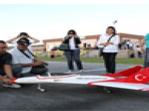 Kayseri&#39de Model Uçak Tutkunluğu