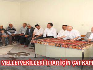 AK Partili  Milletvekilleri  İftar  İçin Çat  Kapı  Yaptılar
