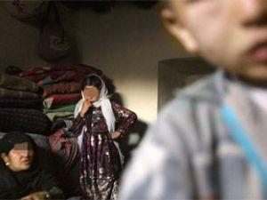 köydeki kızları sıraya koyup satıyolar