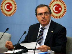 Ak Parti&#39ye övgü CHP&#39li Kart&#39a gidince