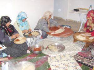 Kayseri&#39de Ev Hanımları Somali İçin Mantı Yaptı