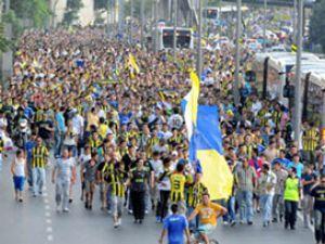 Fener taraftarı Galatasara&#39ya yürüyecek  Güvenlik Üst seviyede