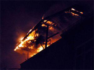 İftar mangalı 4 daireyi yaktı!