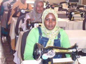 Kayserililer Sudanlı Kadınlara Meslek Öğrenmeleri İçin Dikiş Makinesi Gönderdi