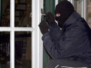 Hırsızlık için girdiği evde öyle bir şey yaptı ki!