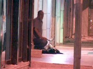 sevgilisini cadde ortasında öldürüp karısını bekledi