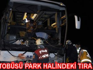 Yolcu  Otobüsü  Park  Halindeki  Tıra Çarptı