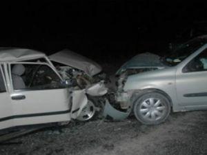 Pınarbaşı'nda Otomobil Çarpıştı 1 kişi Öldü 5 kişi yaralandı