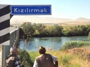 Yemliha Kızılırmak Köprüsü'nde Takla Atan Aracın Sürücüsü Kayboldu