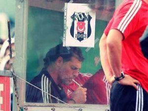 TFF, Slaven Bilic sigara içtiği için Beşiktaş'ı uyardı!